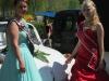 Die frisch gekürte Apfelblütenkönigin Jennifer I. mit unserer Brunnenkönigin