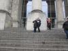 img_2288P Jennifer II.auf der Treppe des Bundestagsgebäudes
