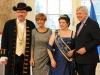 Ministerpräsident Volker Bouffier mit Ehefrau ,Brunnenkönigin Karin II . und Frank