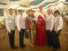 Brunnenkönigin Karin II. mit der Erdbeerkönigin Johanna I. und den begleitenden Vereinsmitgliedern
