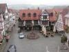 img_5072Der Rathausplatz von oben, mit dem Marktbrunnen. Seine Säule trägt den Erzengel Michael.