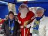 Der Nikolaus besuchte Waltraud und Pia in dem Verkaufspavillon der BuKGS