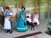 20160605_125132pia Die Quetsche Lilli mit Mann, Jennifer II.  mit Hund Ruby und Bianca I.im Biedermeierkleid